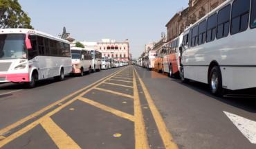Transportistas se manifiestan en Centro de Morelia para exigir apoyo por contingencia
