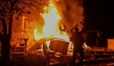 Burn police station during protests in Minneapolis, USA