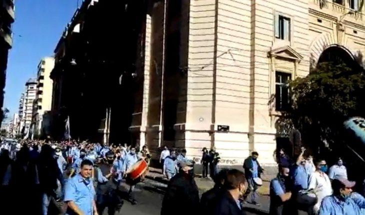 Massive mobilization of drivers in Rosario amid quarantine