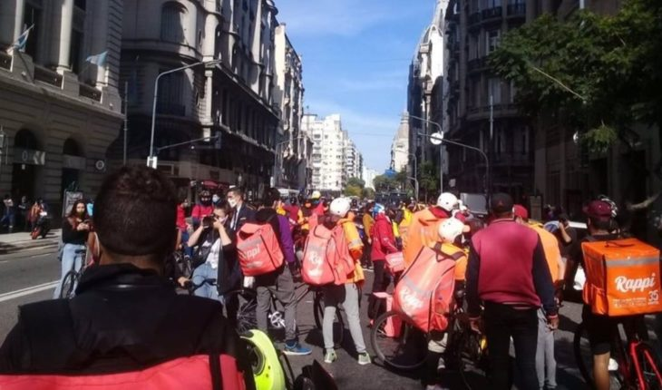 New delivery workers' stop against labor precarization