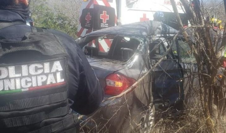 Woman injured after hitting her vehicle against a tree in Cosalá, Sinaloa