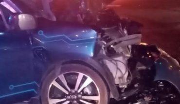 Auto se impacta contra camión en Mazatlán