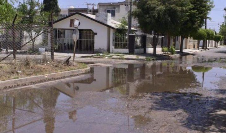 Basura causó derrame de drenaje en colonia de Guamúchil