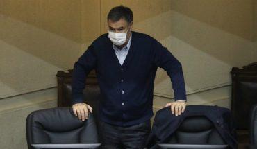 """Clínica confirmó que senador Ossandón dio positivo en PCR por segunda vez y aseguran que su situación es """"excepcional"""""""