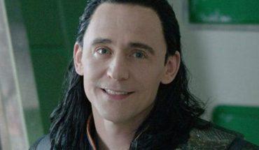 Con el pelo de Loki, Tom Hiddleston transmitió en vivo y fue furor en redes