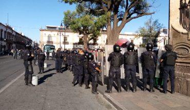 Desalojan a normalistas que pretendían acampar en el centro de Morelia