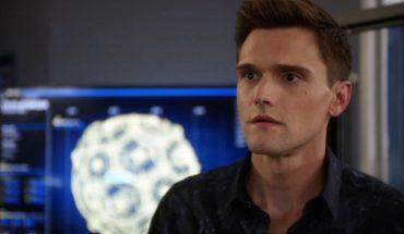 Despiden a un actor de The Flash por dichos racistas y misóginos