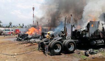 Incendio destruye seis vehículos de carga en la Central de Abastos de Uruapan