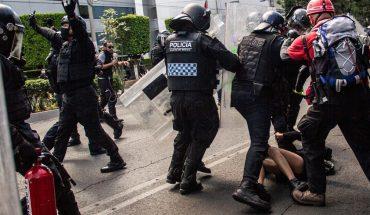 Juez impone prisión preventiva a policías acusados de golpear a adolescente
