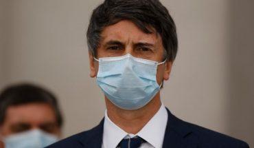 Más de 100 académicos ligados a la ciencia y la medicina piden la renuncia del ministro Andrés Couve