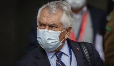 """Ministro Paris responde a Colegio de Enfermeras: """"Les pido todo el sacrificio posible"""""""