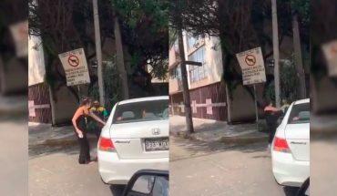 Mujer amenaza a policía con una 'chancla'; la bautizan como #LadyChancla (Video)