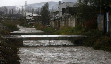 Realizan trabajos para evitar desbordes en el canal Santa Marta en Maipú