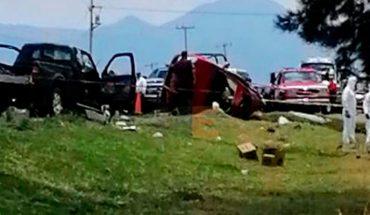 Tres personas mueren en choque entre auto y camioneta en Indaparapeo