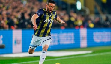 Mauricio Isla terminated fenerbahce contract and approaches Boca
