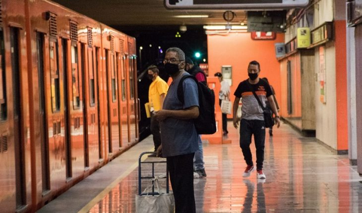 They will give one million masks to Metro users on CDMX to avoid COVID