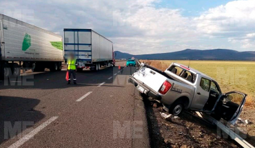 Truck crashes into fixed object in Morelia-Salamanca