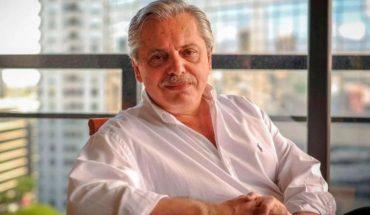 What does Alberto Fernandez read in quarantine?