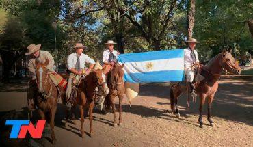 9 de Julio: banderazos en todo el país | Caravana desde Plaza Urquiza a la Casa Histórica en Tucumán