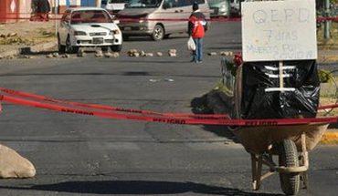 Bolivia: bloquean calle con ataúd para exigir que sea enterrado