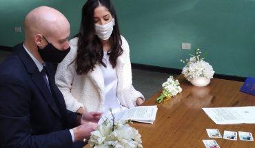 Con barbijos y distanciamiento social: volvieron los casamientos en Rosario