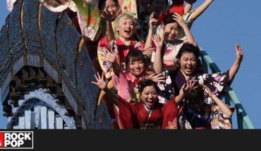 Con mascarillas y sin gritos, los requisitos de un parque tematico en Japón