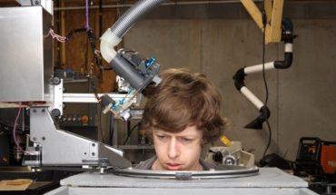 Construye un robot para cortarse el pelo con tijeras ¿habrá salido bien?