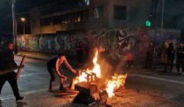 Encendieron barricadas y fogatas en distintos puntos por protesta en la Región Metropolitana