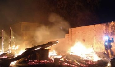 Fuego consume casa de madera abandonada en la Ferrocarrilera, Mazatlán