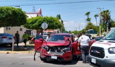 Mujer sale lesionada en un choque en Los Mochis