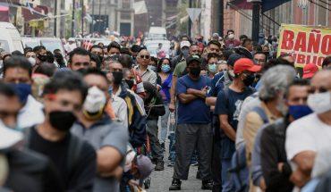 Personas hacen largas filas para ingresar al Centro de CDMX
