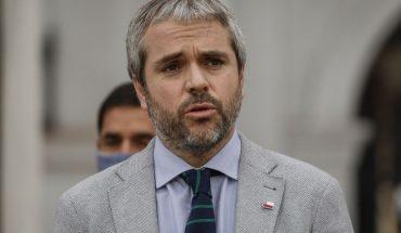 """Presidenta del Colmed por actuar de Blumel en denuncia de Carabineros contra médicos del Hospital de Melipilla: """"Creo que se pasó cuatro pueblos con sus declaraciones"""""""