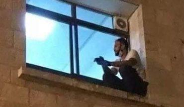 Trepó a la ventana del hospital para despedirse de su mamá internada por coronavirus