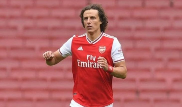 Un año más para David Luiz en el Arsenal