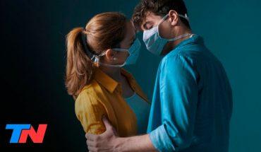 El 43% de las parejas que quedaron aisladas por el coronavirus rompió la cuarentena para tener sexo