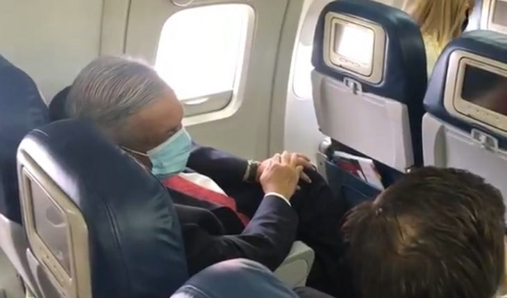 AMLO uses bedside covers for the first time in public and does so for the trip to the US