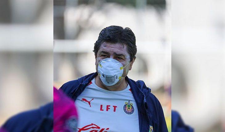 #FuerzaFlaco Chivas fans show support to technician Luis Fernando who has COVID-19