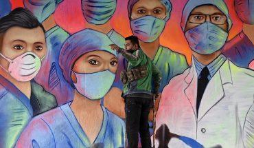 61,450 muertes por COVID en México; han fallecido 1,320 trabajadores de Salud