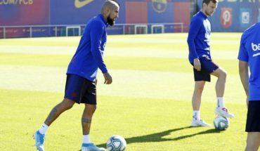 Arturo Vidal participó en primera práctica del Barcelona al mando de Koeman