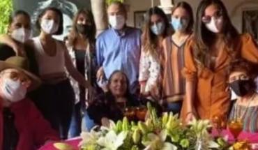 Así prepararon Pepe Aguilar e hijas la fiesta sorpresa de Flor Silvestre. VIDEO