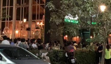 Clausuraron un bar en Recoleta: en la puerta se juntaban decenas de jóvenes