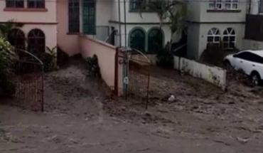 Corriente de agua arrastra a joven en Veracruz (Video)