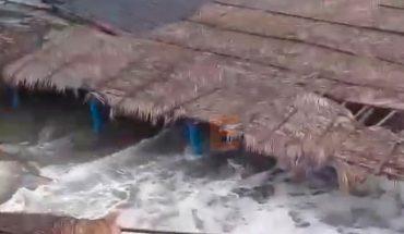 Huracán Genevieve destruye enramadas en Las Peñas de Lázaro Cárdenas, Michoacán