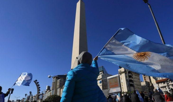 Manifestación opositora en la Quinta de Olivos y el Obelisco