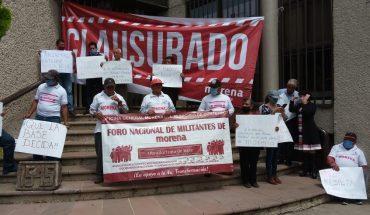 Militantes de Morena Michoacán protesta en el INE tras resolución del TEPJF