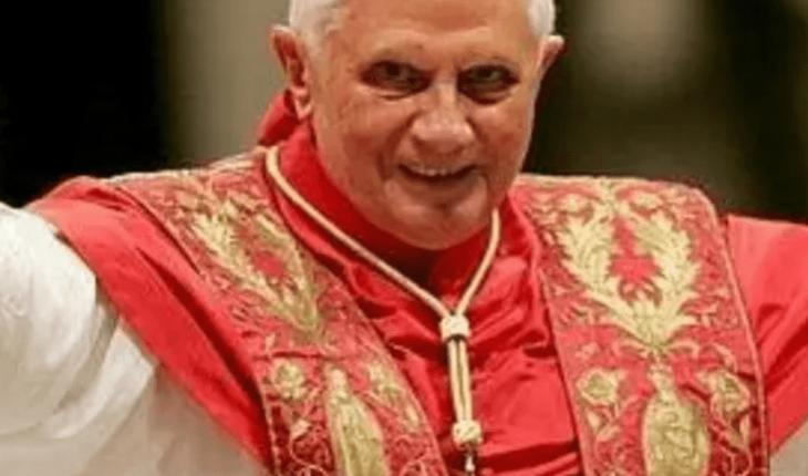 """Prensa alemana segura que el papa emérito Benedicto XVI está """"extremadamente frágil"""""""