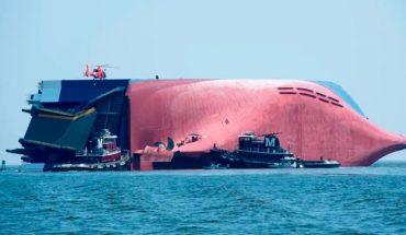 Un barco con 4 mil autos Hyundai y Kia se hunde a metros de la costa estadounidense