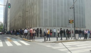 Dozens make up to two hours of row for courthouses on CDMX