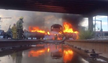 Pipe and trailer set on fire in Monterrey after crash (Video)