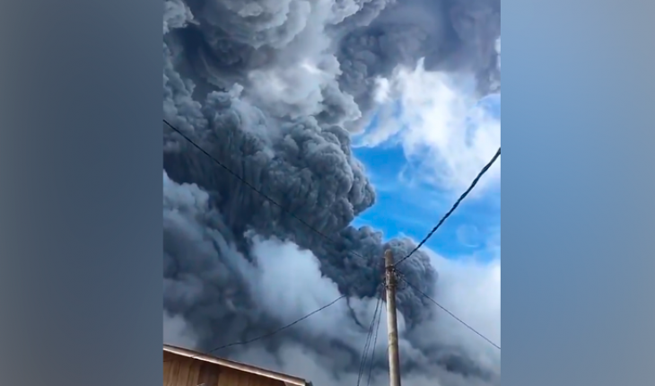 Stunning images of the eruption of Sinabung volcano in Indonesia (Video)